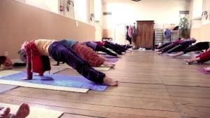 cours-de-yoga-le-plan-incli